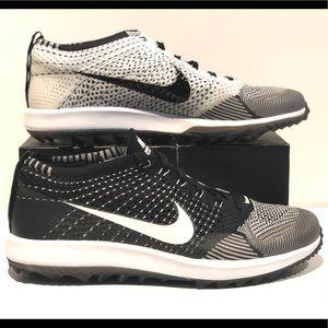 682f4685a374 Women s Nike Flyknit Racers Oreo on Poshmark